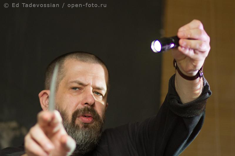 Евгений Колков ведет занятие в Школе фотографии OPEN FOTO