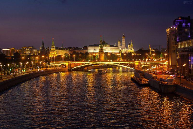 Вид на Кремль с Патриаршего моста. Фото: Евгений Колков