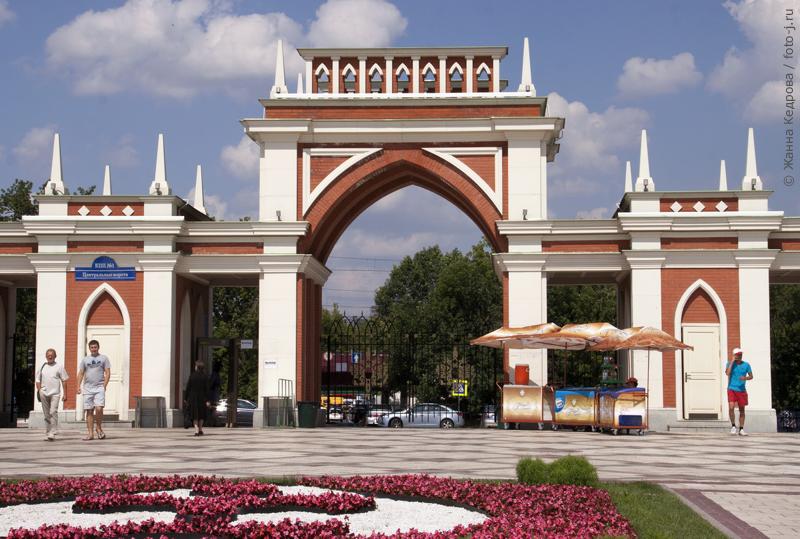 Центральные ворота парка «Царицыно». Фотография любезно предоставлена Жанной Кедровой
