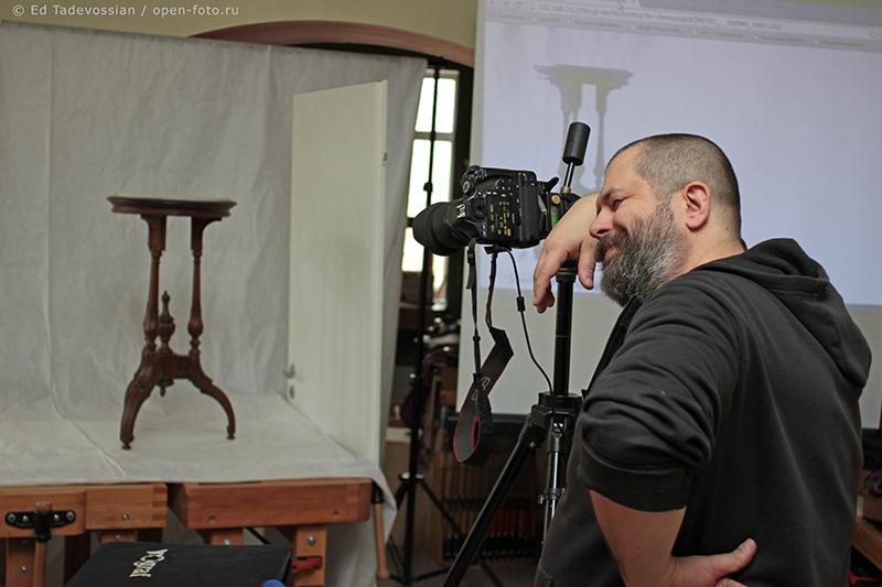 Фотосъемка мебели. Второй мастер-класс фотошколы OPEN FOTO. На фото - автор и ведущий мастер-класса Евгений Колков