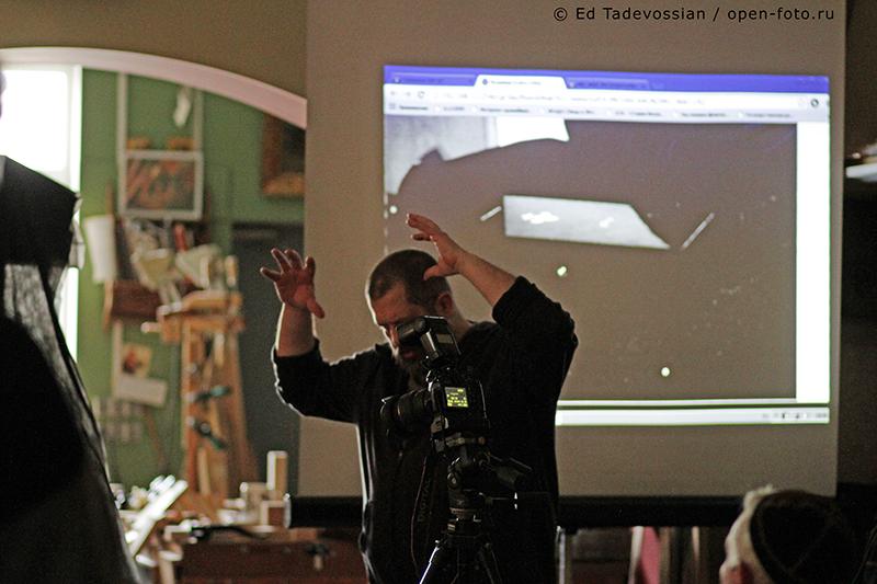 Евгений Колков. Мастер-класс фотошколы OPEN FOTO по фотосъемке мебели. Автор фото - Эдуард Тадевосян