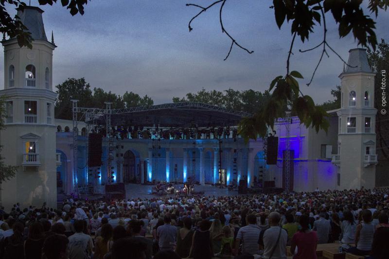 «Зеленый театр» ВДНХ во время концерта Нино Катамадзе. Фото Евгения Колкова