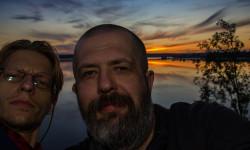 Селфи основателей Школы фотографии OPEN FOTO Александра Гришаенкова и Евгения Колкова у озера Кормило в Карелии