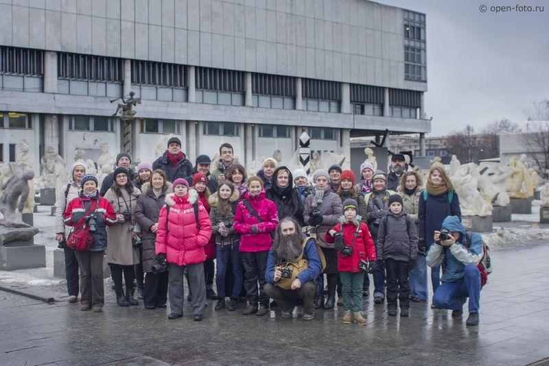 Участники фотопрогулки Школы фотографии OPEN FOTO «Окаменевшая жизнь» в парке Музеон.