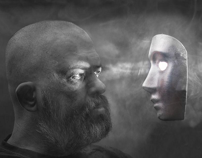 Фотограф Евгений Колков. Автопортрет с маской