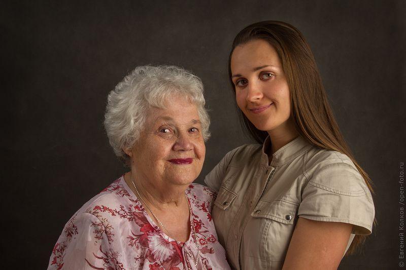 Бабушка и внучка. Фотограф Евгений Колков
