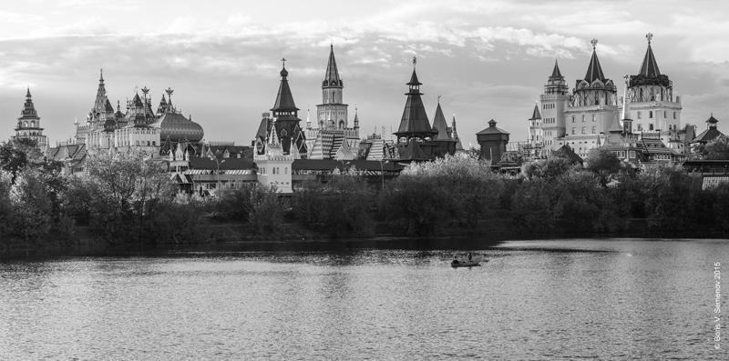 Измайловский остров. Вид на Измайловский Кремль. Фото: Борис Семенов
