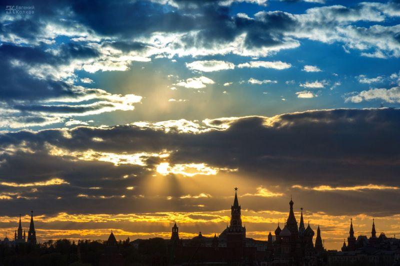 Съемка городского пейзажа на закате. Фото: Евгений Колков