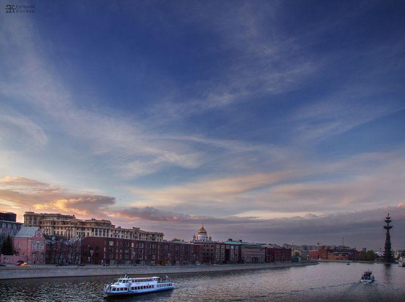 Вечерний городской пейзаж. Фото: Евгений Колков