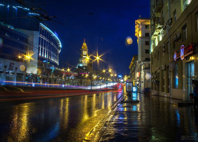 Ночная съемка в городе. Фото: Евгений Колков